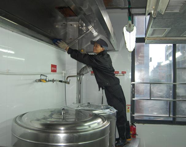 厨房和卫生间的清洗和维护